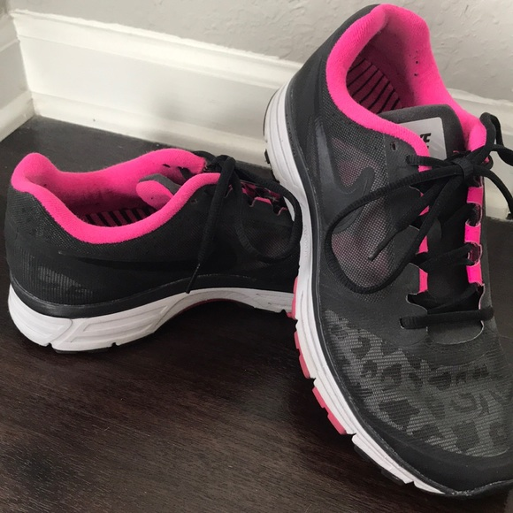 00cce4f4471d Nike Vomero 8 H2O Repel Women s Black Pink Cheetah.  M 5b0aed9c00450f1ec1f5ad60